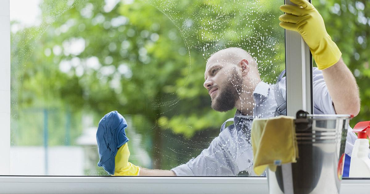 Перед переводом окна в зимний режим его следует тщательно вымыть