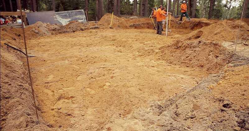 Отсыпка котлована песком и трамбовка