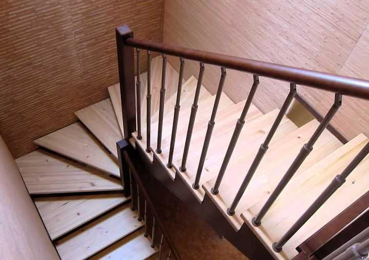 Забежные ступени еще можно описать как поворотные