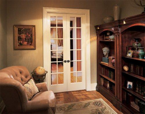 Классическая белая межкомнатная дверь с максимальной площадью остекления