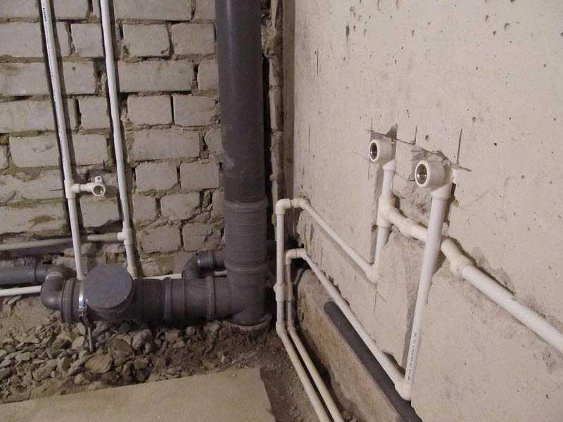 Полипропиленовый водопровод можно прятать в стены или в пол
