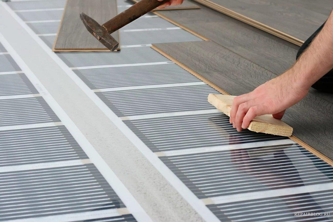 Монтаж финишного покрытия на инфракрасный теплый пол на лоджии