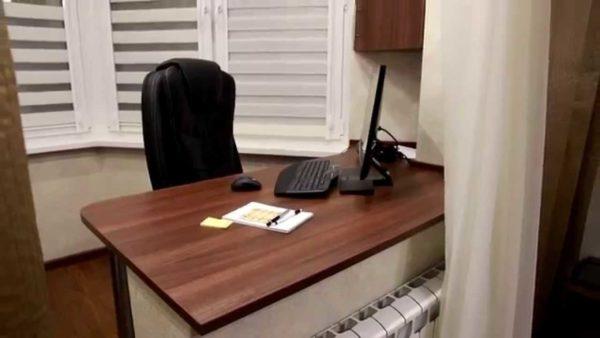 Оставшийся от окна подоконник можно использовать как стол