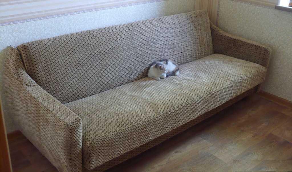 Перетяжка дивана окончена. Результат проверен