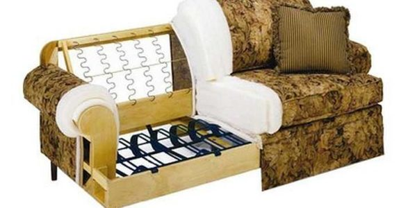 Не дешевый импортный диванчик тоже сделан на змейке