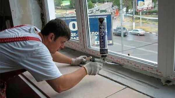 Запенивание пластиковых окон при монтаже своими руками может проводится в несколько этапов — зависит от размеров зазора