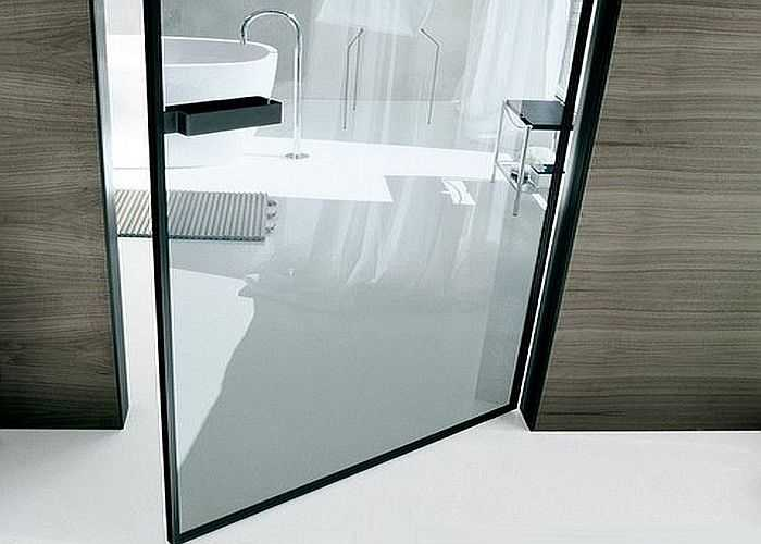 Стеклянная дверь стеклопакет. Специальный профиль, к которому с двух сторон приклеены стекла. Хороший вариант по звуконепроницаемости