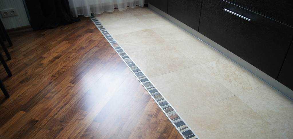 Пример оформления плитки с ламинатом