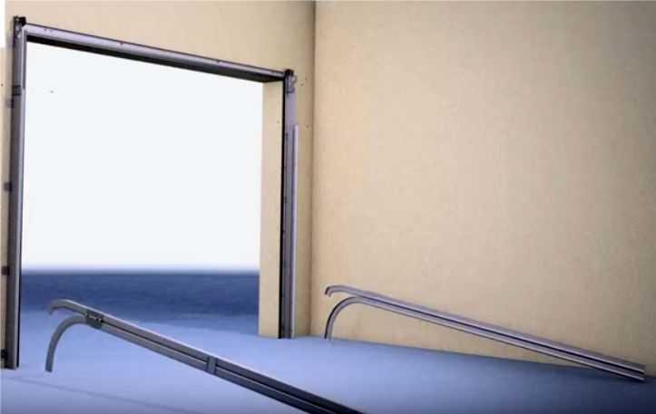 Устанавливаем потолочные направляющие секционных ворот