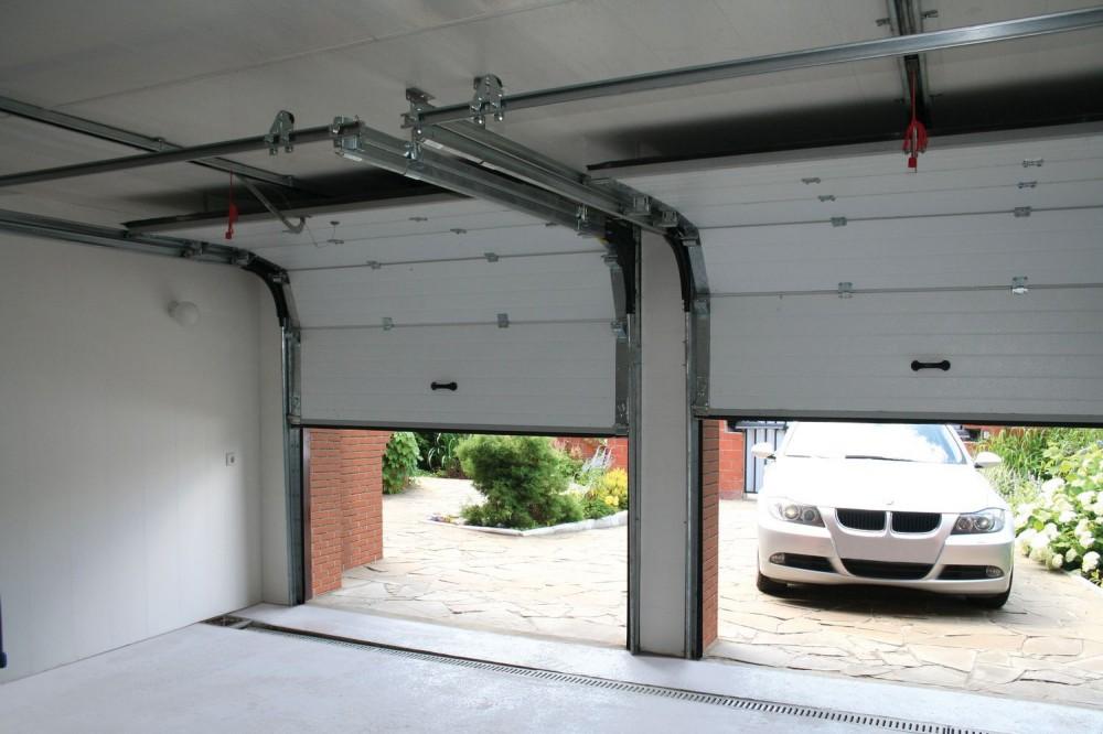 Монтаж секционных ворот в гараже