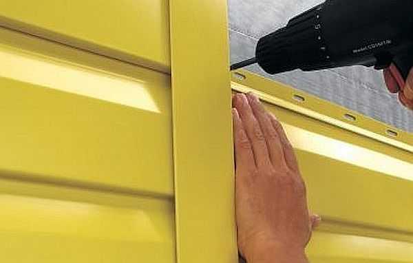Обшивка дома металлическим сайдингом проста: можно сделать своими руками даже без особого строительного опыта