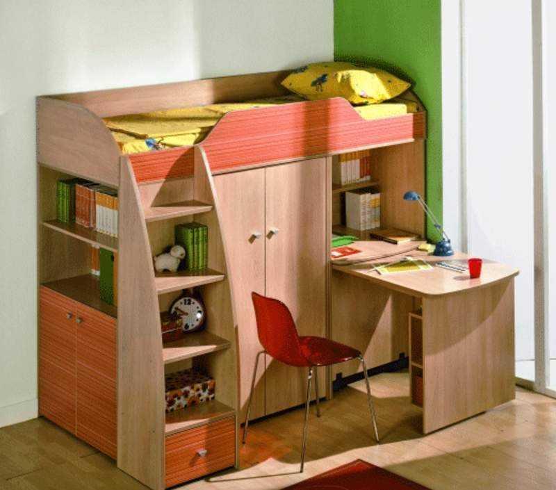 И еще такой вариант кровати чердака с рабочим местом внизу (столешница тоже выдвижная)