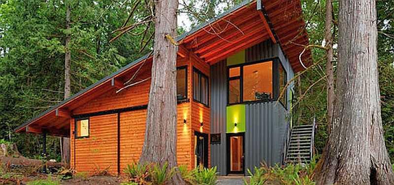 Этот дом с односкатной мансардной крышей наиболее консевативен