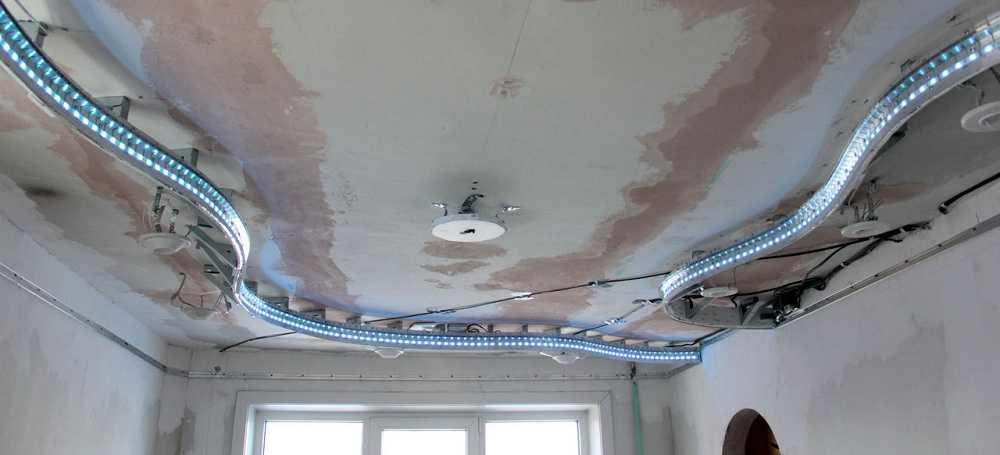 Подготовленный к монтажу потолок: все зачищено, установлены закладные для освещения