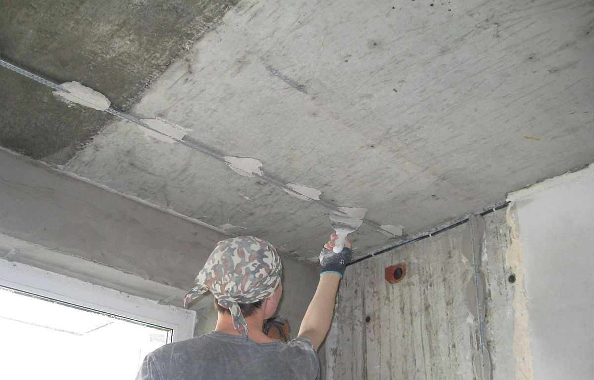 Установка маяков на потолок