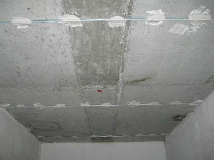 Расстояние между маяками на потолке — 1,1-1,3 метра