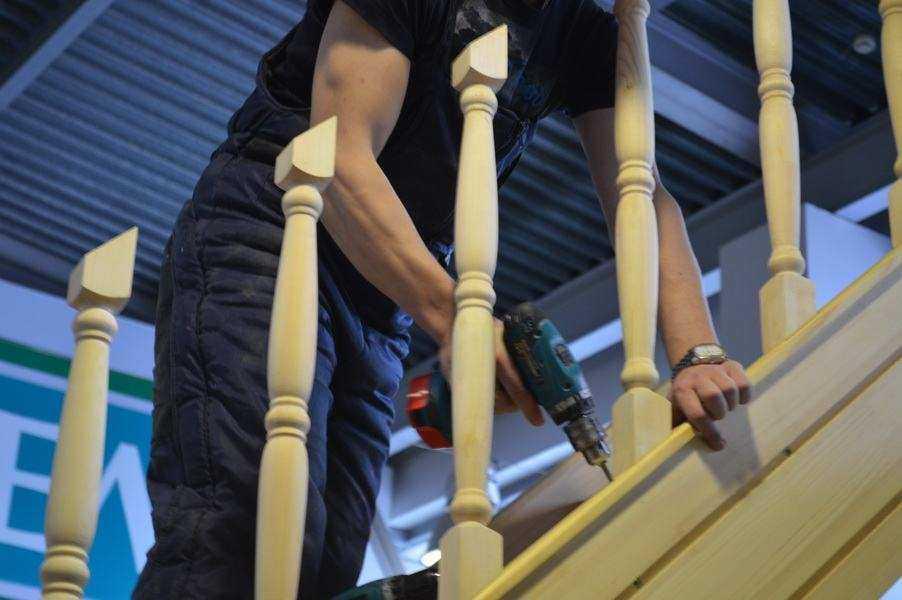 Вот так должно получится — лестничные перила готовы к установке поручней