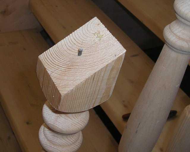 Для надежного соединения шпилька должна торчать не менее чем на 2 см