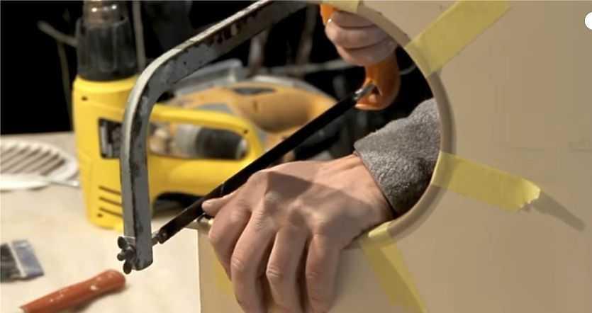 Процесс подготовки шкафчика к установке вытяжки