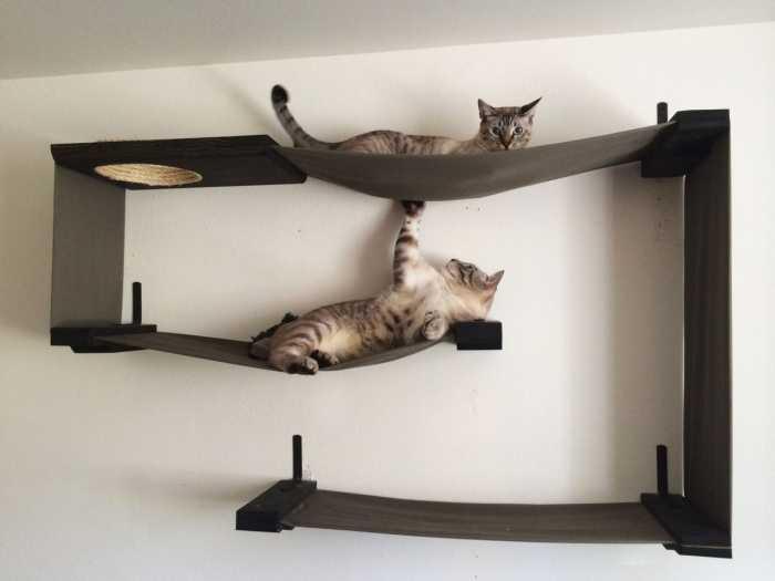 Комбинация полок для кошек с гамаками… Почти произведение искусства