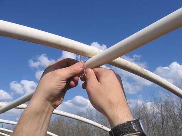 Скрепление каркаса теплицы пластиковыми хомутами. Пластиковые хомуты — универсальный крепеж