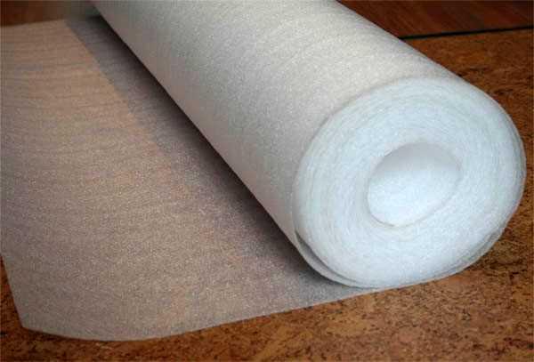 Наиболее распространена подложка под ламинат из вспененного полиэтилена