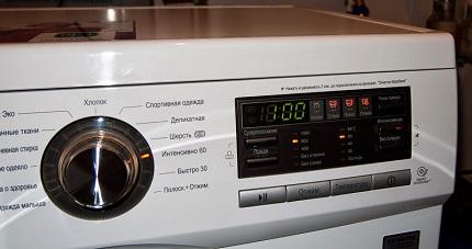У каждой машинки свой способ включения автопроверки: LG — зажатием клавиш включения, температуры, отжима, а затем нужно надавить на старт поочередно трижды для тестирования работы именно барабана