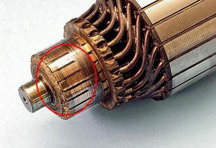 Определить негодность ламелей просто — полностью извлекаем ротор из двигателя, осматриваем коллектор на наличие заусенцев, отслаивания, обрывов контактов