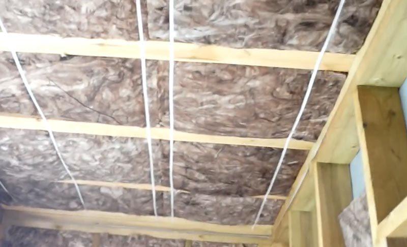 Монтаж утеплителя на потолке