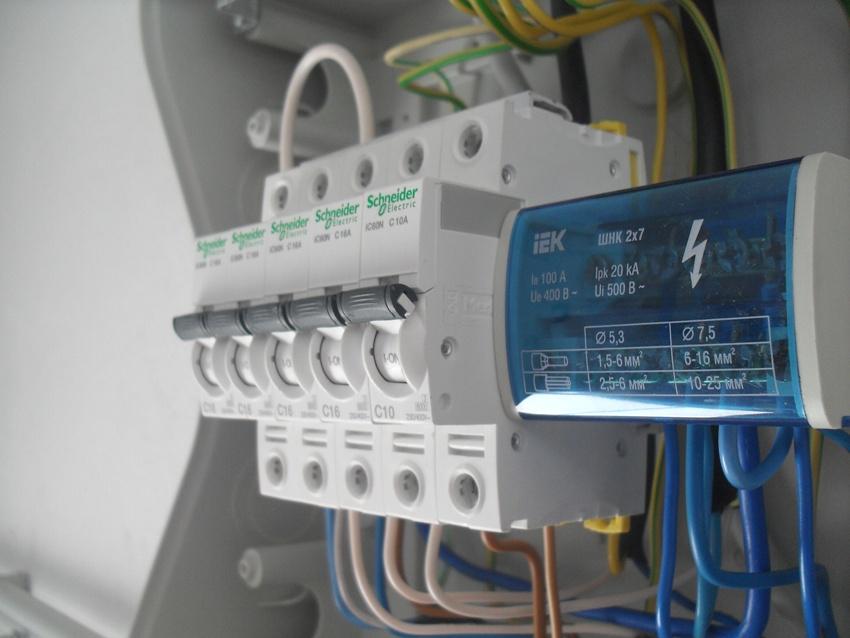 АВДТ Schnieder Electric в распределительном щитке