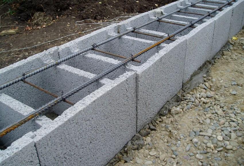 Арболит включает в себя два основных компонента: деревянную стружку и бетон