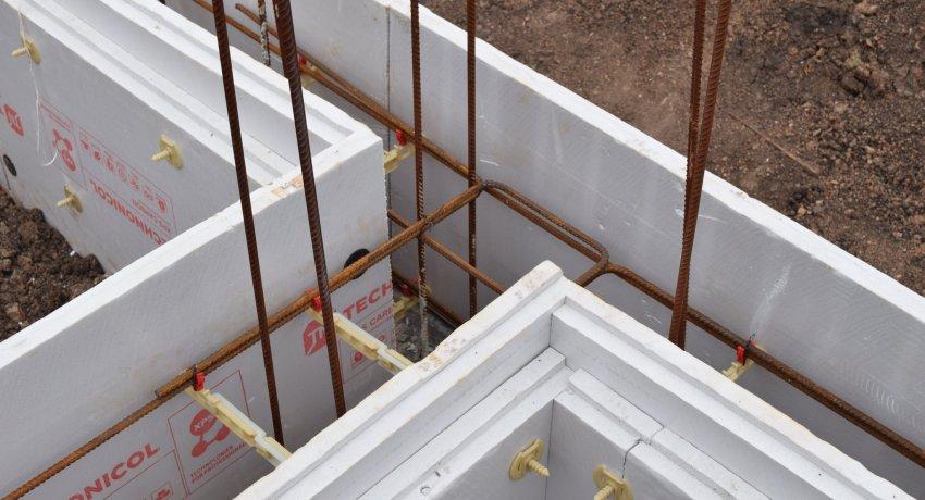 Существуют несколько вариантов изделий, изготавливаемых из пенополистирола: панели, блоки и каркасные системы