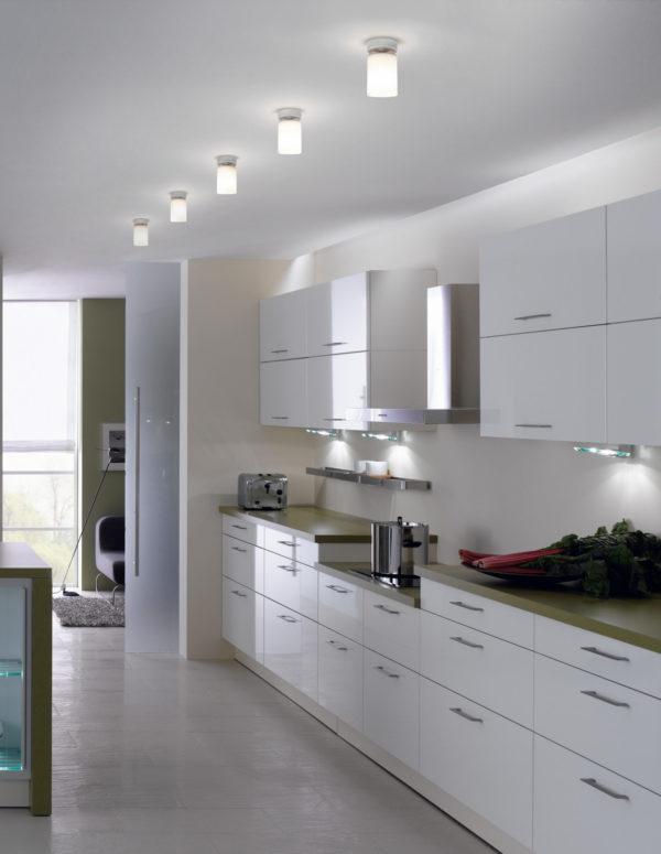 уход за натяжными потолками на кухне