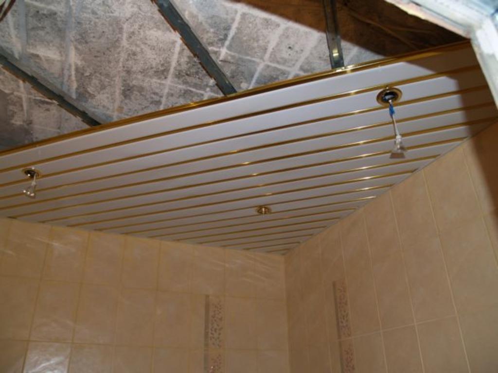 Монтировать потолок можно в последнюю очередь