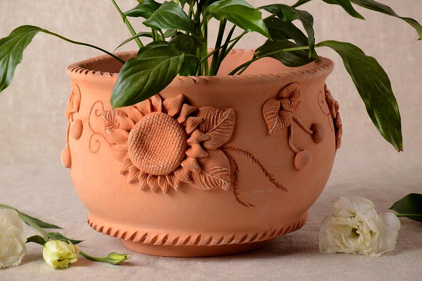Горшок для цветов из глины не трудно сделать даже без гончарного круга