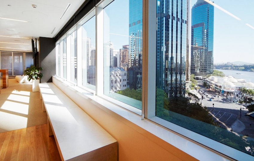 При помощи декоративной функции покрытия пленки получится создать особую затененную атмосферу в помещении
