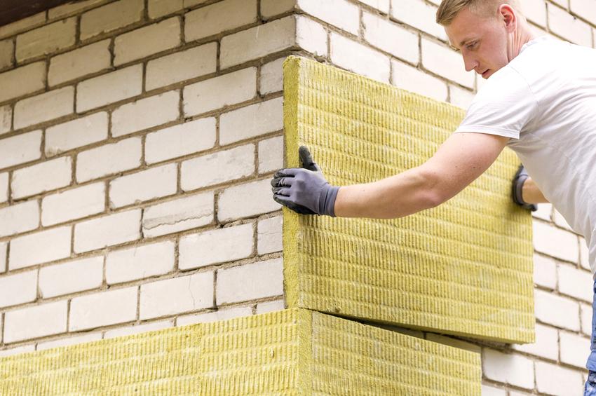 Любой вид фасадной ваты всегда должен быть приклеен к твердой и сухой основе