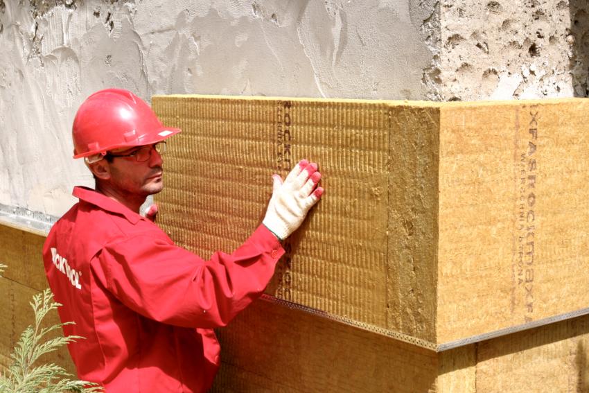 В производстве ваты задействуют такие материалы как стекло и минералы