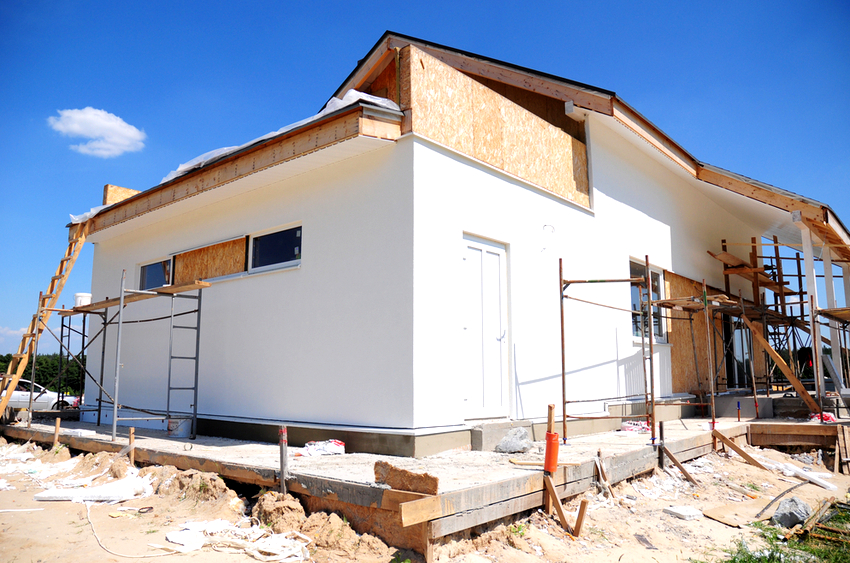Приступать к утеплению фасада здания можно только после того, как будут полностью завершены остальные строительно-ремонтные работы